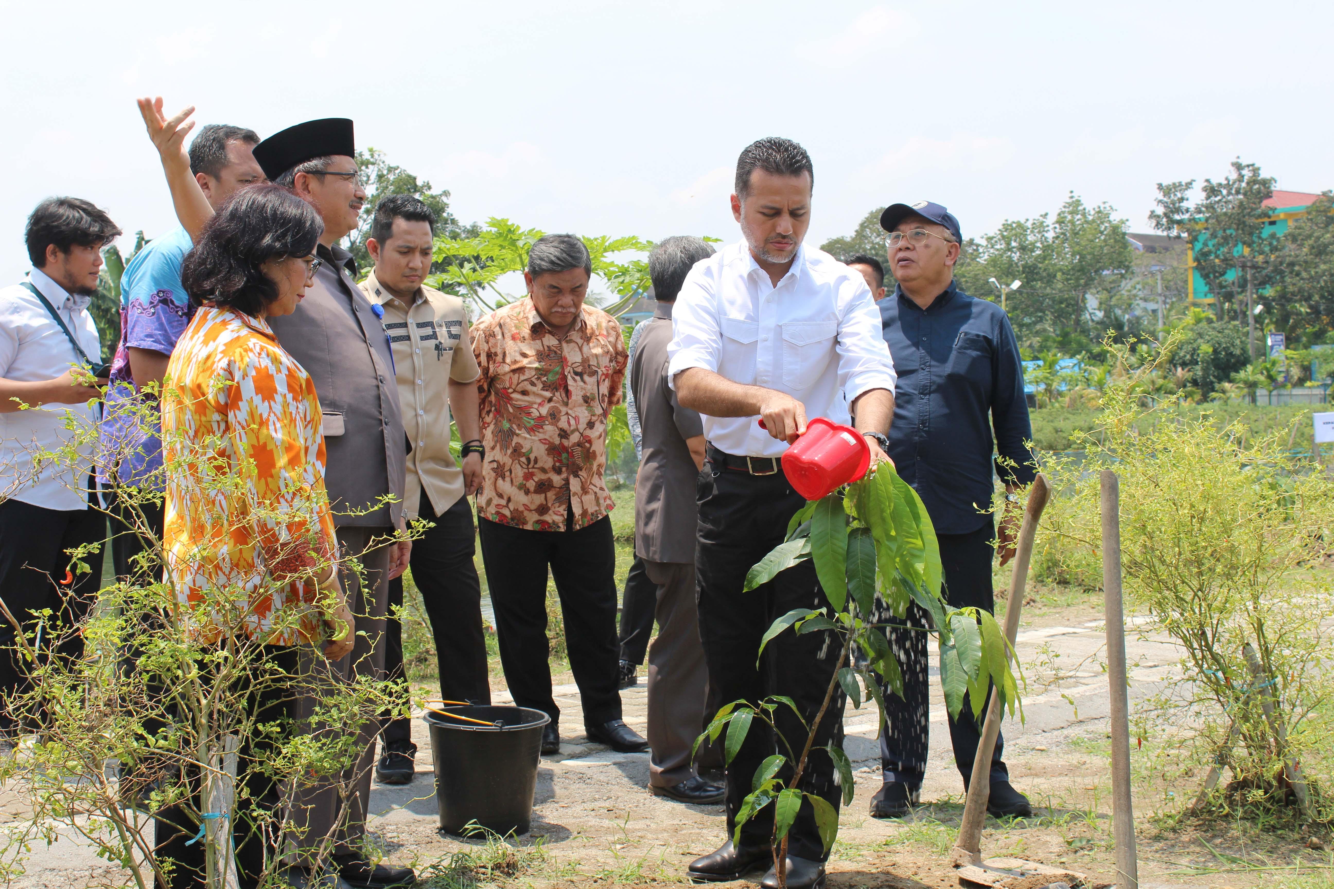 penanaman-pohon-wakil-gubernur-sumatera-utara-di-kebun-percobaan-uma-teknikuma