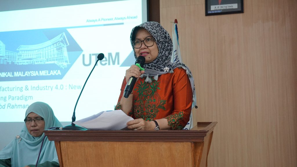 kata-sambutan-dari-wakil-rektor-ii-dalam-acara-workshop-publishing-journal-FT