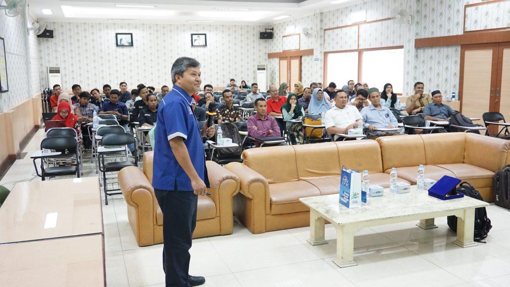 suasana-kuliah-umum-workshop-wirting-journal